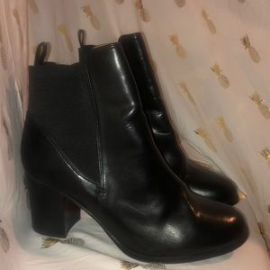 Cute H&M black booties like NEW!